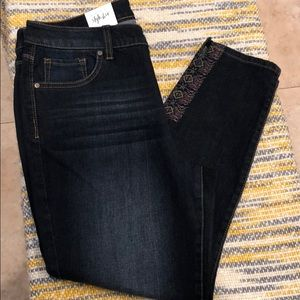 Style&Co - Capri Jean with design at the bottom